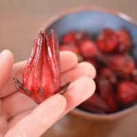 Como fazer Hanaume, uma conserva salgada de hibisco