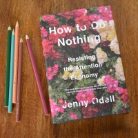 How to do nothing e a poesia da atenção