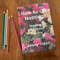 How to do nothing e a poesia da atenção
